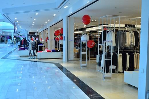 Kleider Bauer's new storefront